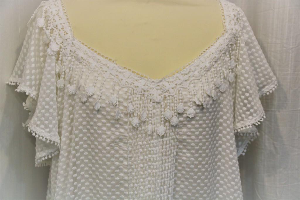 Itakoé, créations, Prêt à porter féminin, Artisan d'art à Pézenas Hérault, Occitanie. Création robes de mariée et tenue de soirée.